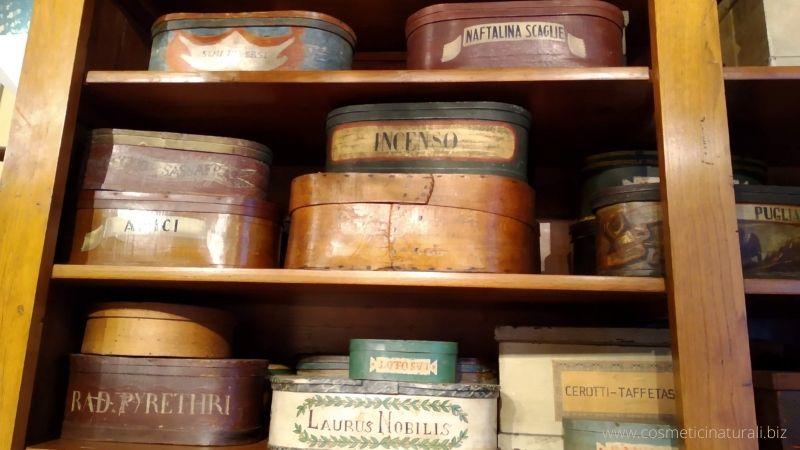 Preziose scatole in legno che contenevano le erbe, Museo Aboca