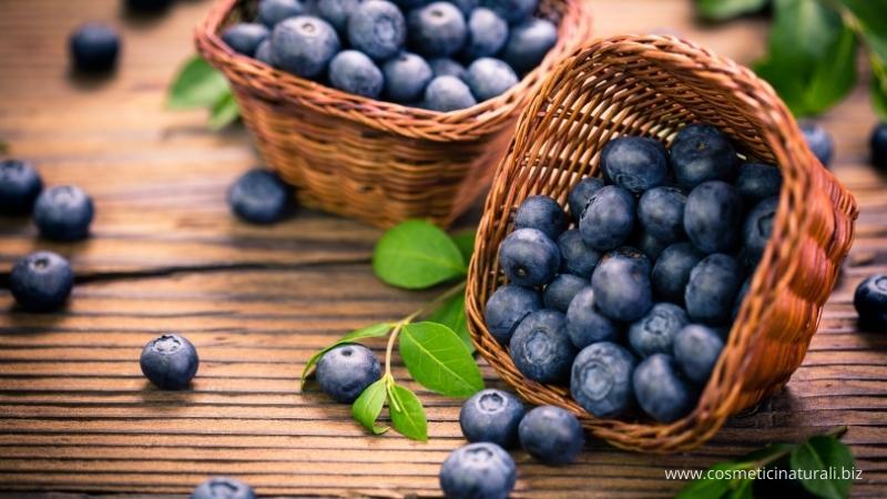 Mirtilli con cui si realizza la linea antiossidante Biofficina Toscana
